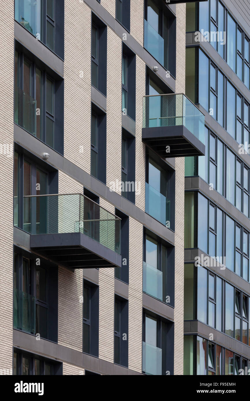 Finzels Reach. A mixed-use scheme of luxury apartments, social housing, landscaped gardens, grade-A office space, - Stock Image
