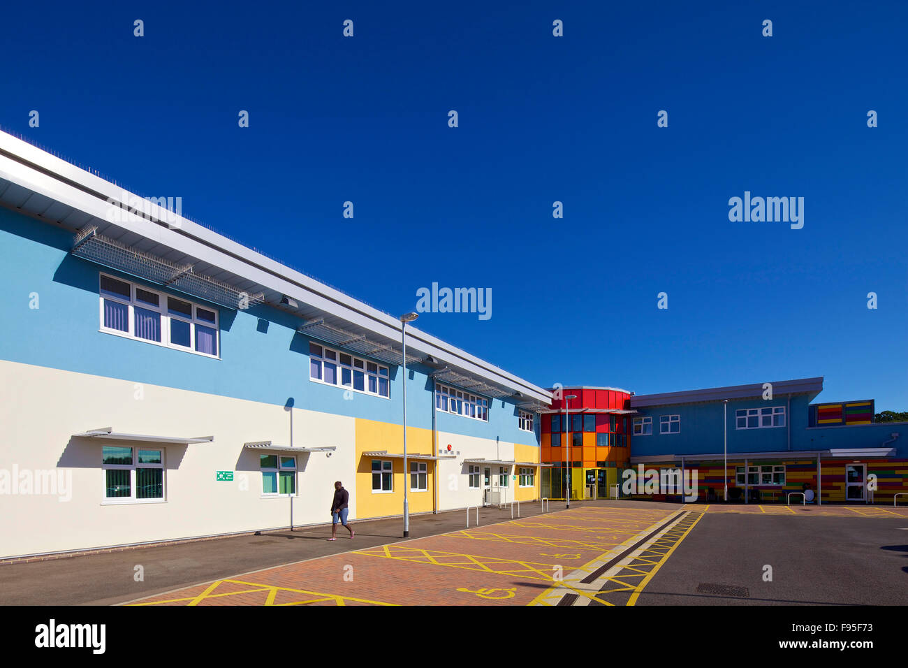 Marsh Farm Children's Centre for Excellence. Multi-coloured exterior of the Centre and its car park. - Stock Image