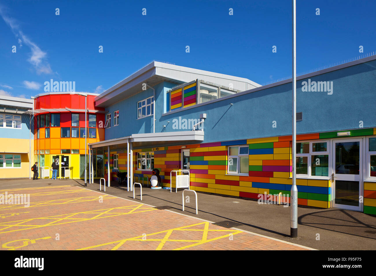 Marsh Farm Children's Centre for Excellence. View showing the multi-coloured exterior of the Centre. Contemporary - Stock Image