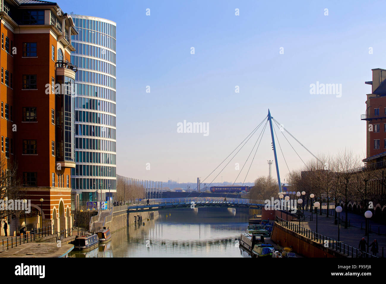 ND2 The Eye, Bristol. View of The Eye adjacent to a more traditional building. The River Avon and footbridge in - Stock Image