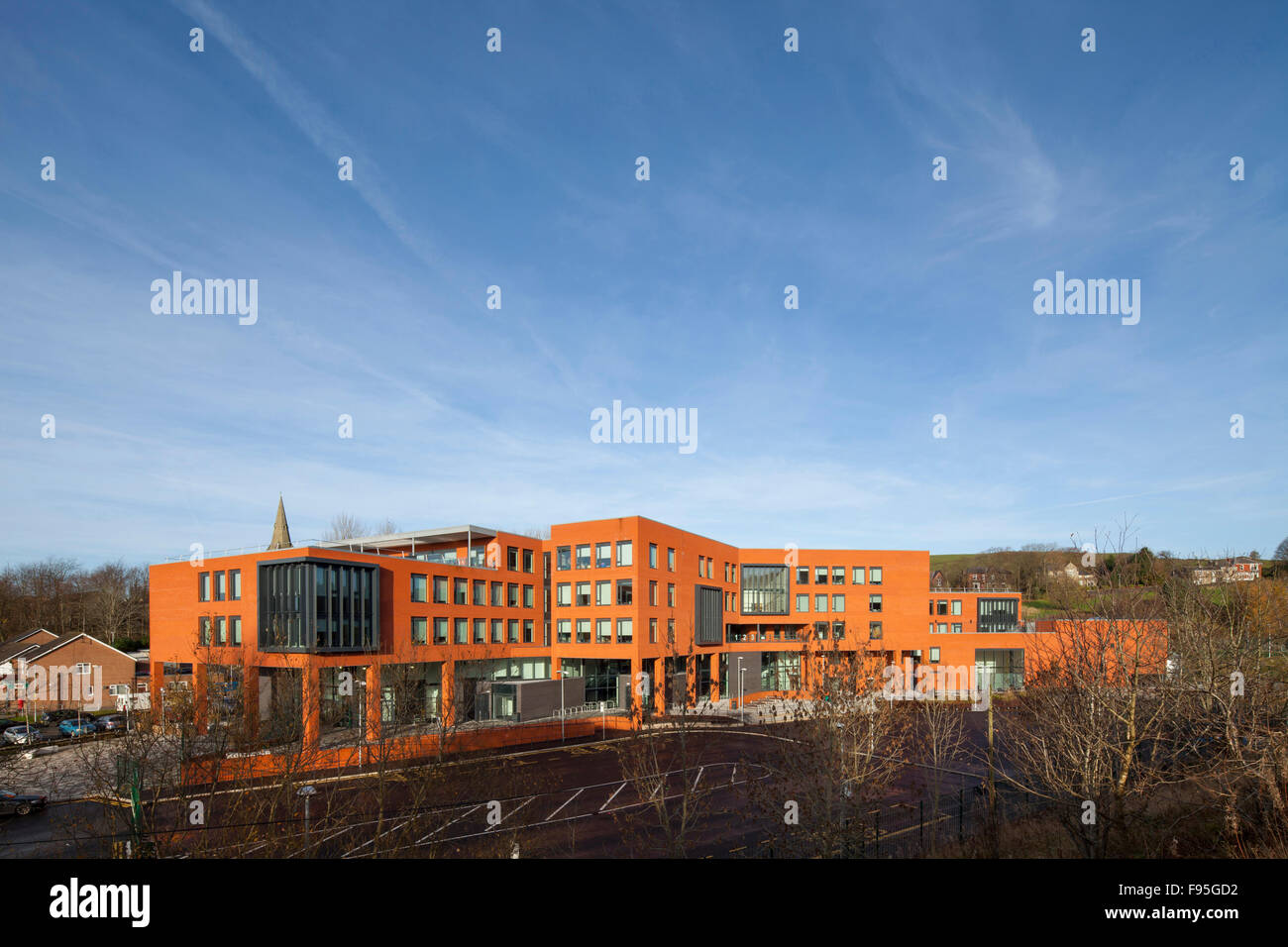 Waterhead Academy, Oldham. Distant view of the exterior of the Waterhead Academy. - Stock Image