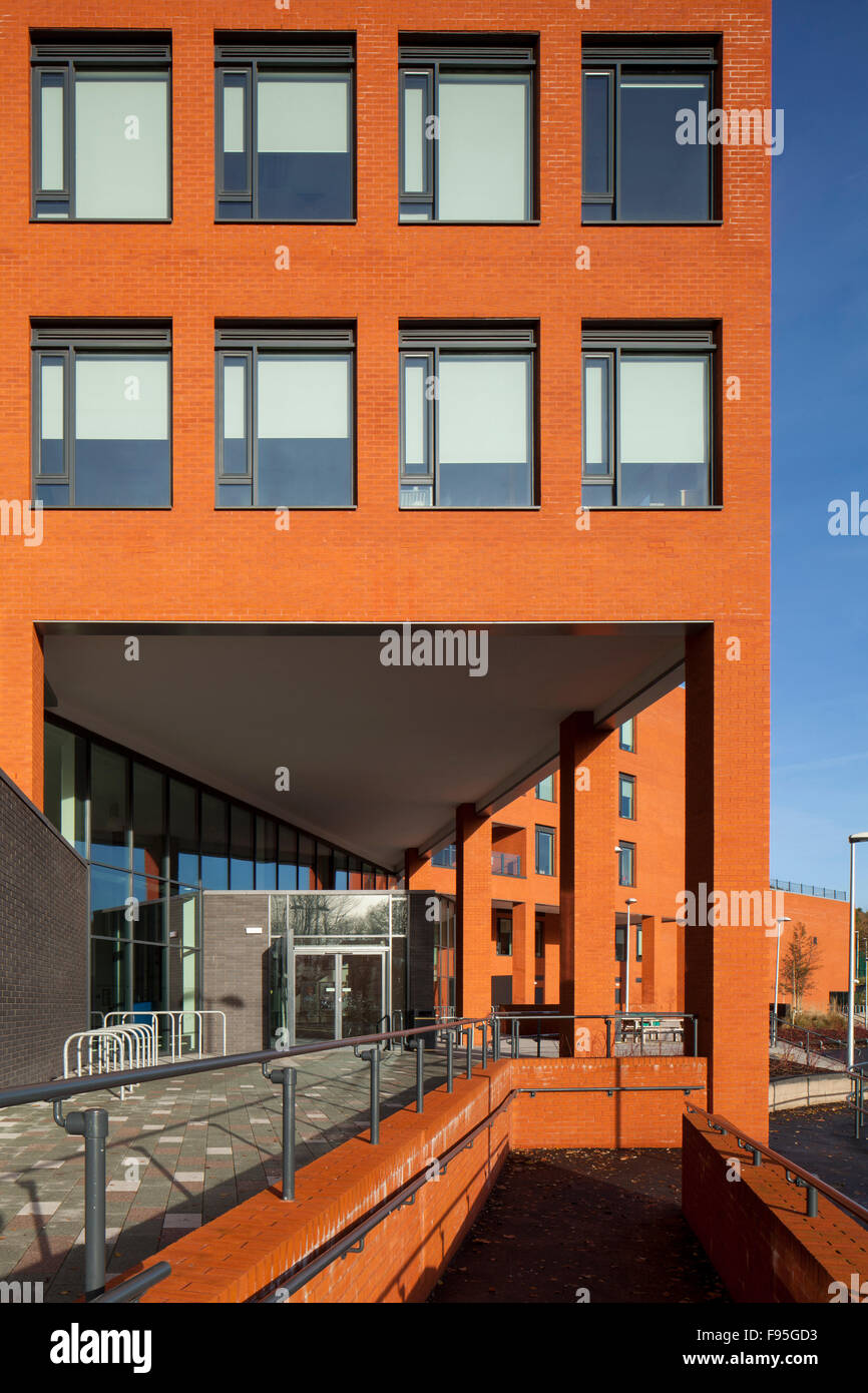 Waterhead Academy, Oldham. Exterior view of an entrance to the Waterhead Academy. - Stock Image