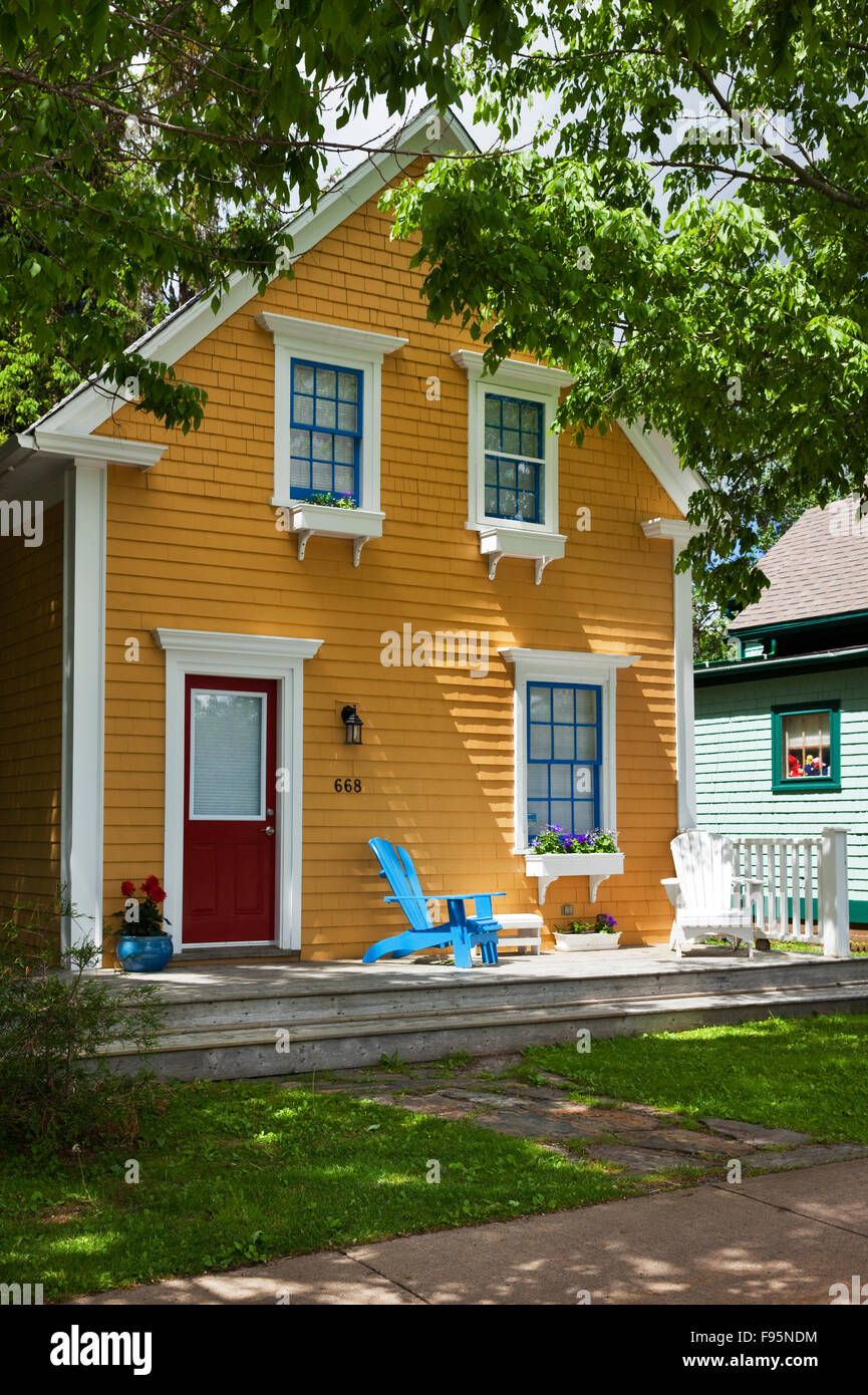 Smal house with pleasing combination of colours in Mahone Bay, Nova Scotia - Stock Image