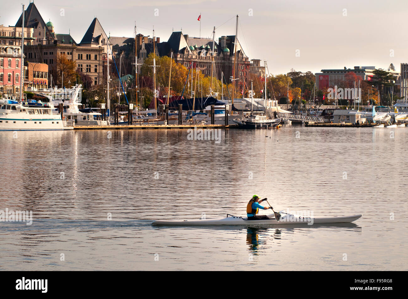 A kayaker paddles the Inner Harbour of Victoria, BC - Stock Image