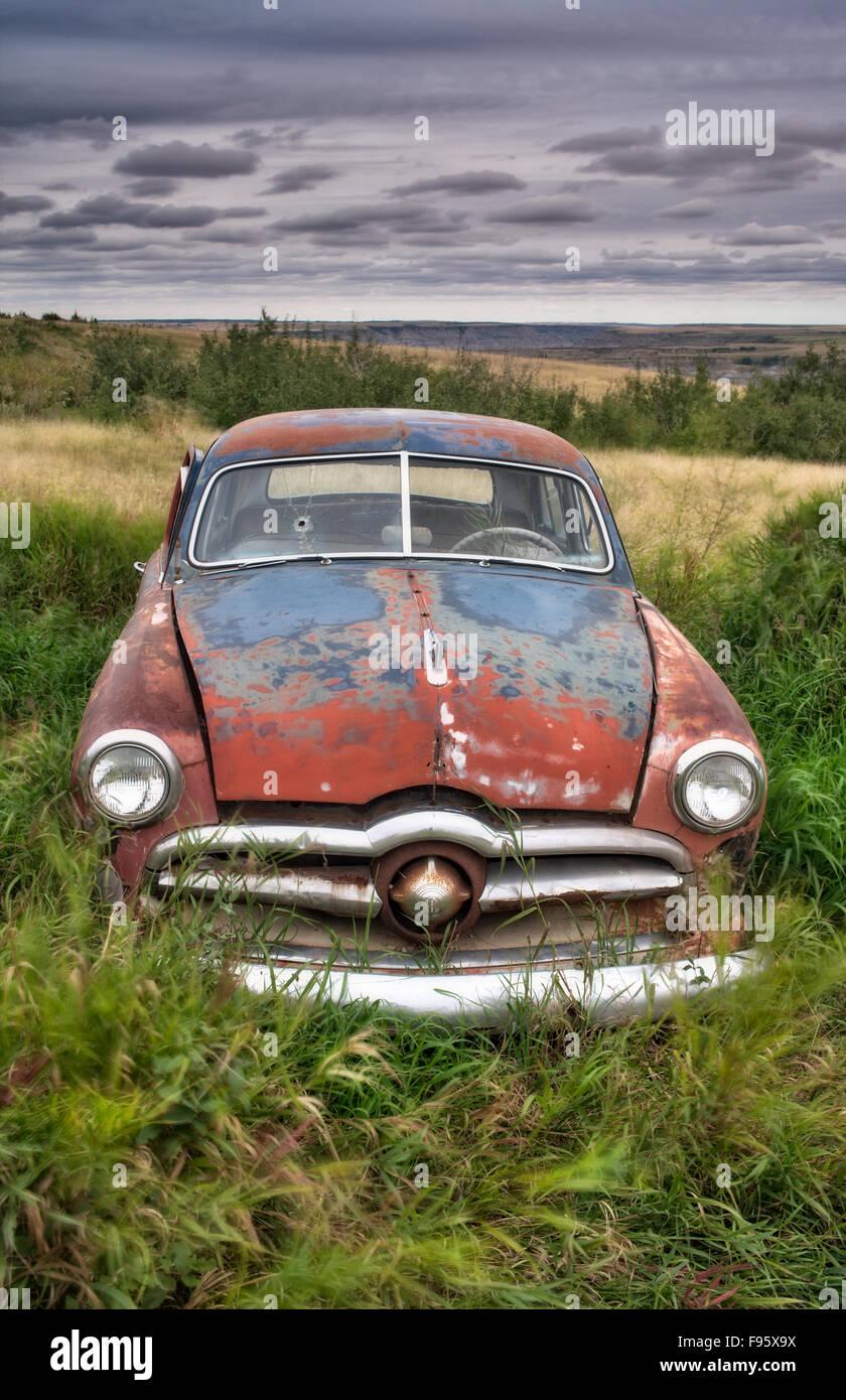 Old car in autowrecker's yard, Trochu, Alberta - Stock Image
