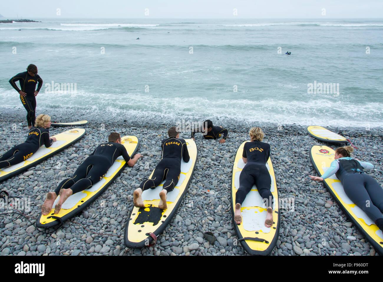 Surfing lessons, Miraflores suburb, Lima, Peru - Stock Image