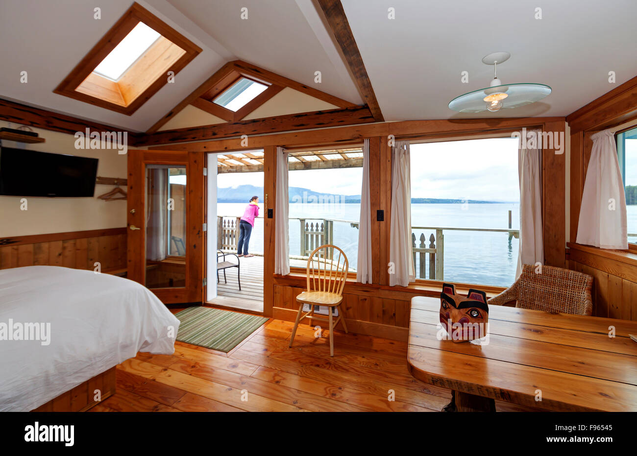 The Seine Boat inn provides waterfront accommodation for visitors to Alert Bay. - Stock Image
