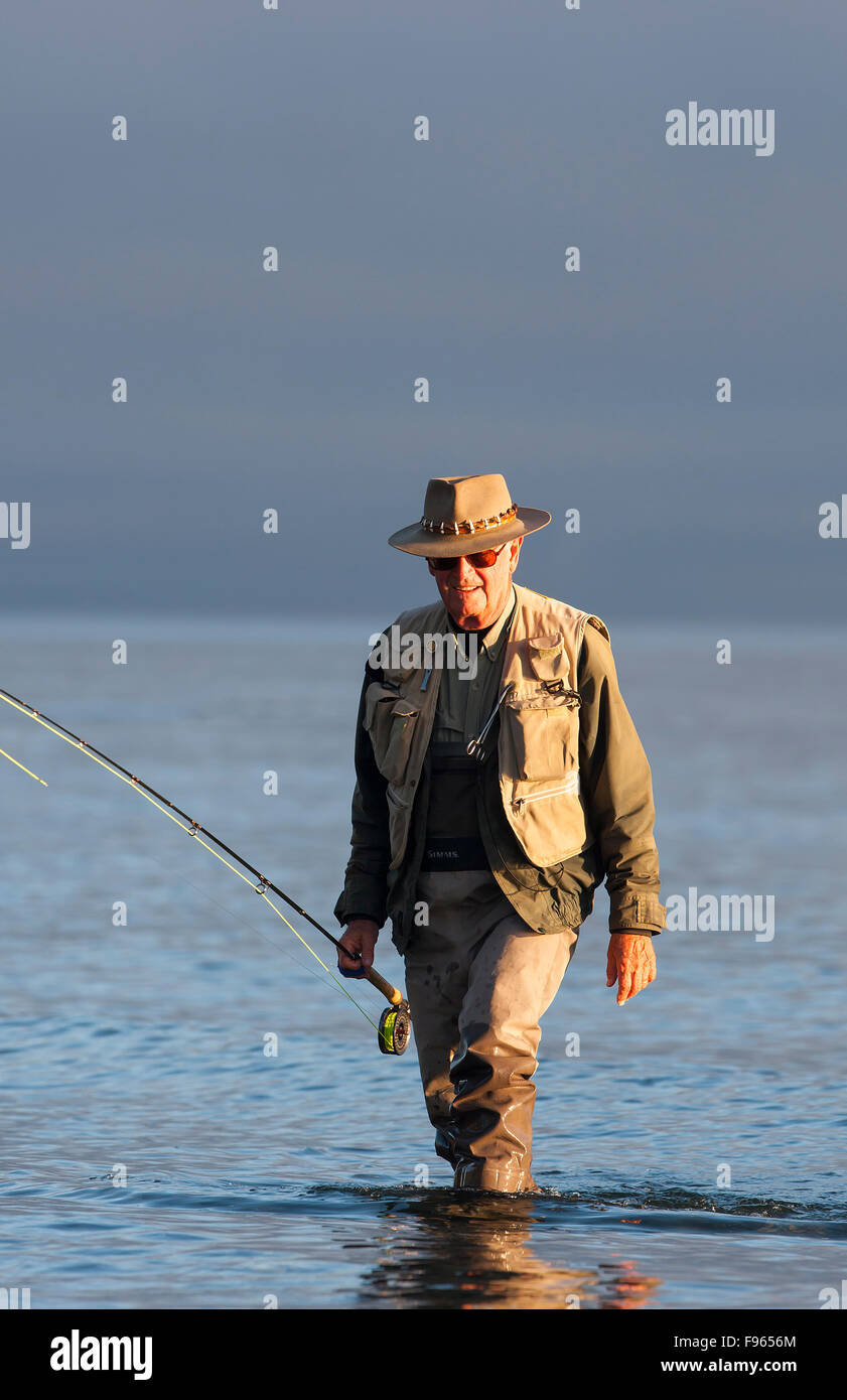 Two fly fishing buddies discuss the fishing while at Cluxewe Resort near Port McNeill - Stock Image