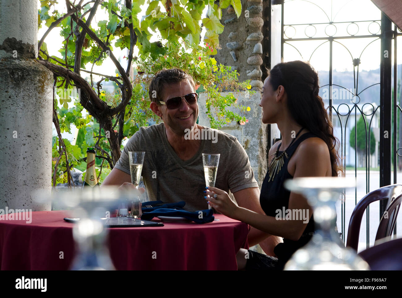 Young couple enjoy an outdoor dining experience at Zia's Stonehouse Restaurant, in Summerland, in the Okanagan - Stock Image