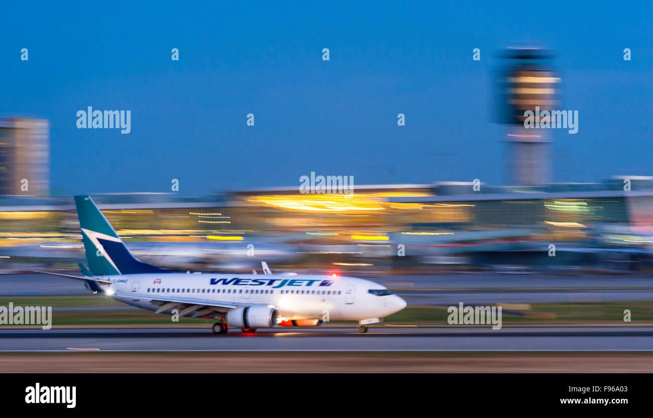 Westjet Boeng 737 landing at Vancouver International Airport. - Stock Image