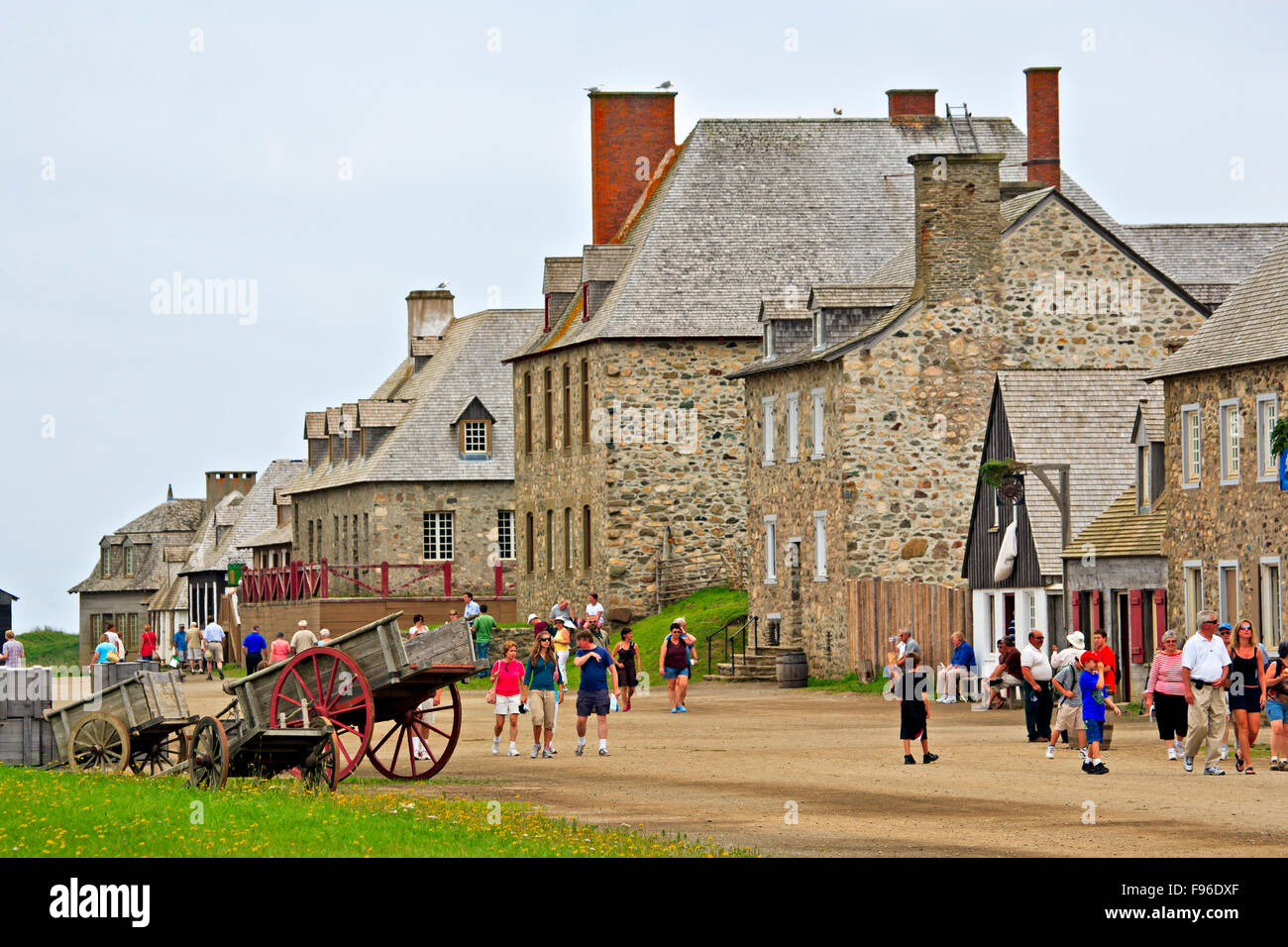 The Quay, busy with tourists at the Fortress of Louisbourg, Fleur de lis Trail, Marconi Trail, Cape Breton, Nova - Stock Image
