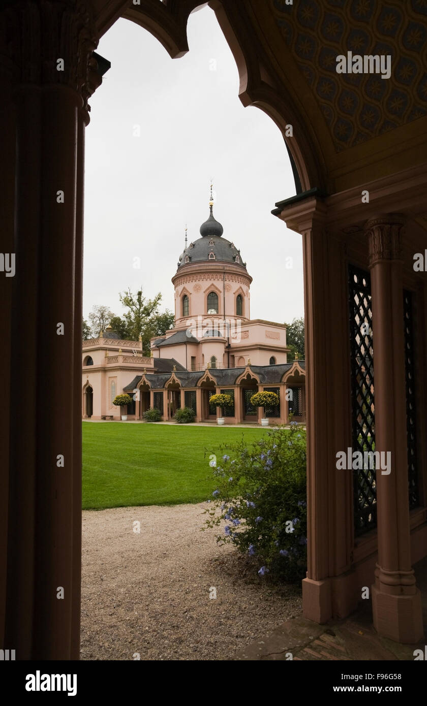 Rote Moschee Mosque through arch in the Turkish garden on the Schwetzingen palace grounds in late summer, Schwetzingen, - Stock Image
