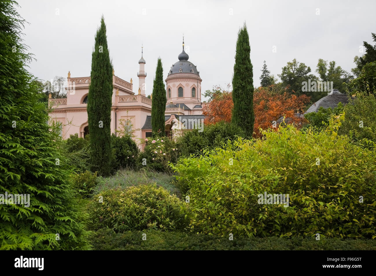 Rote Moschee Mosque in the Turkish garden on the grounds of the Schwetzingen palace garden in late summer, Schwetzingen, - Stock Image