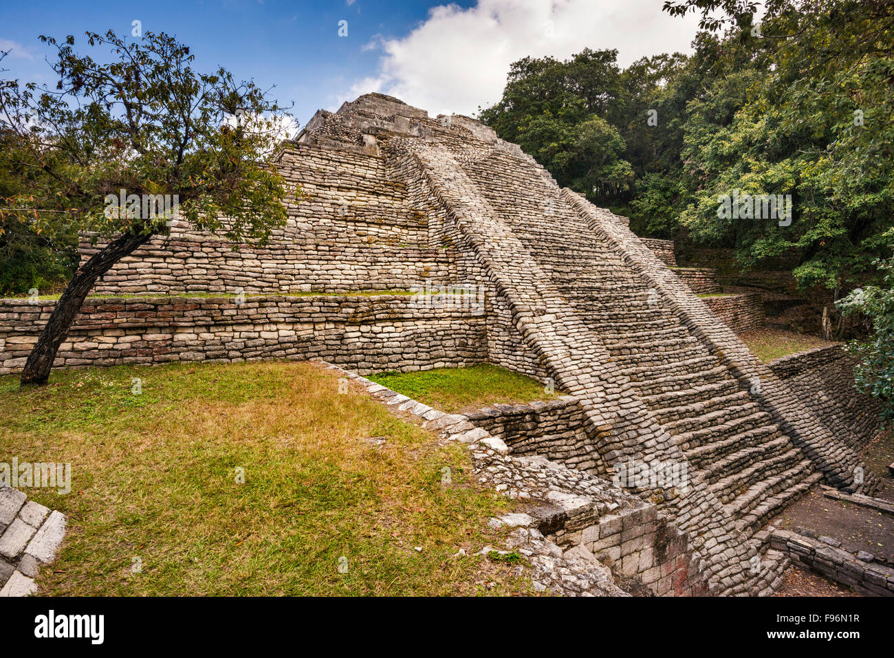 Estructura 7, pyramid, Maya ruins at Tenam Puente archaeological site, near Comitan de Dominguez, Chiapas, Mexico - Stock Image