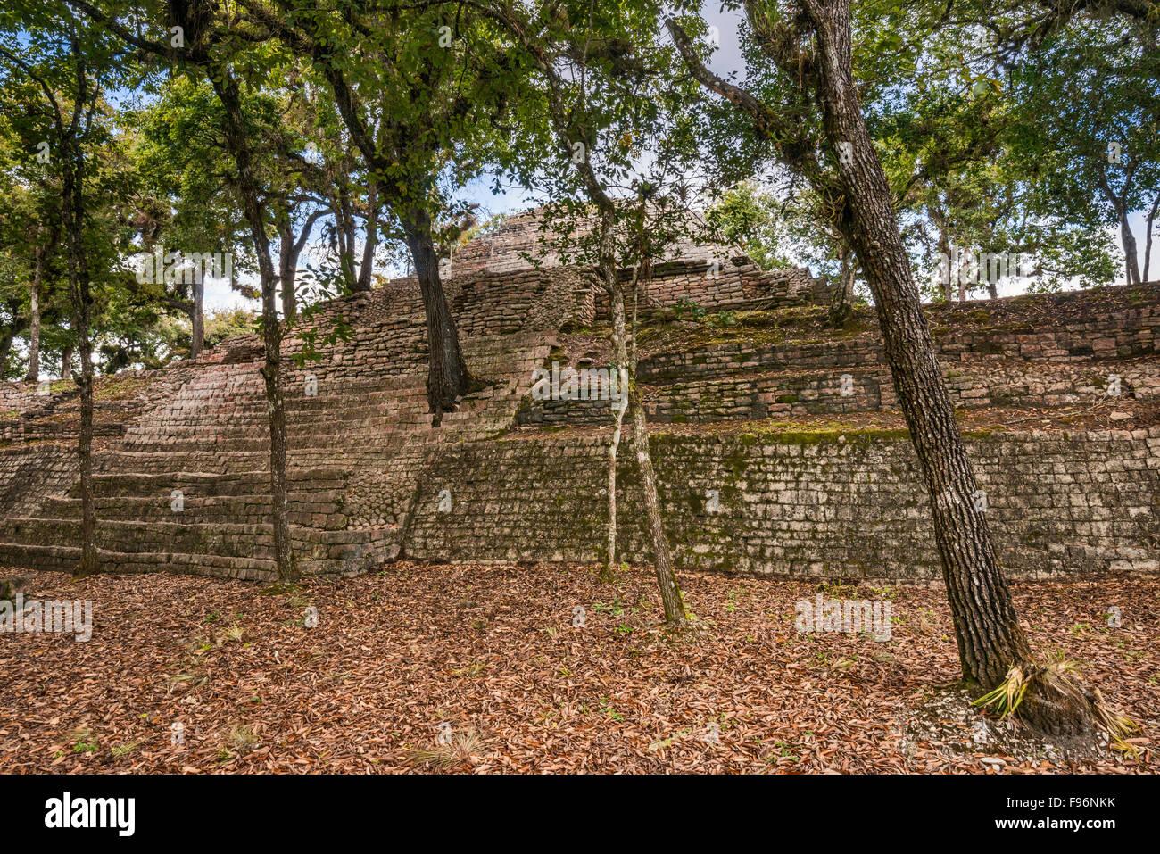 Estructura 17, pyramid, Maya ruins at Tenam Puente archaeological site, near Comitan de Dominguez, Chiapas, Mexico - Stock Image