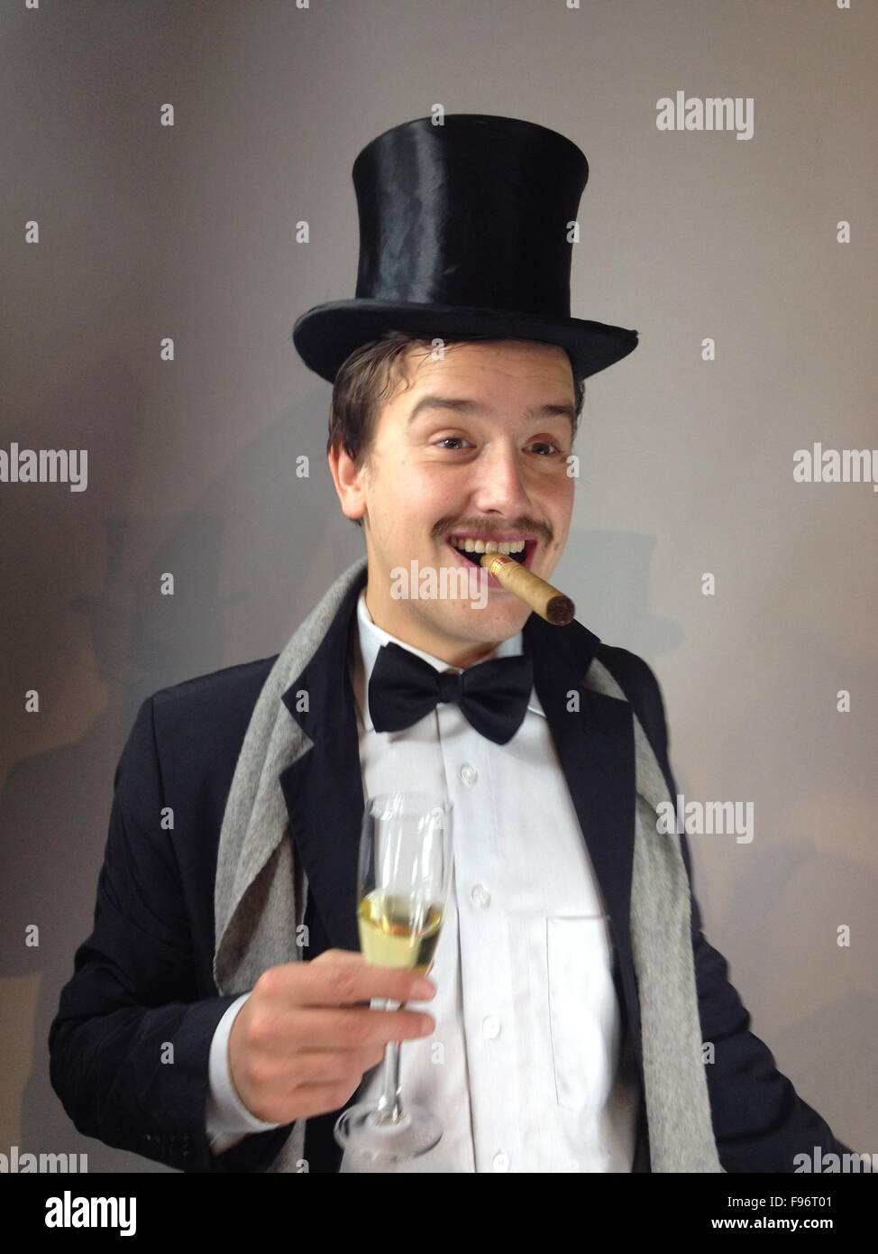 755beb4db4e Man With Top Hat And Cigar Stock Photo  91734273 - Alamy