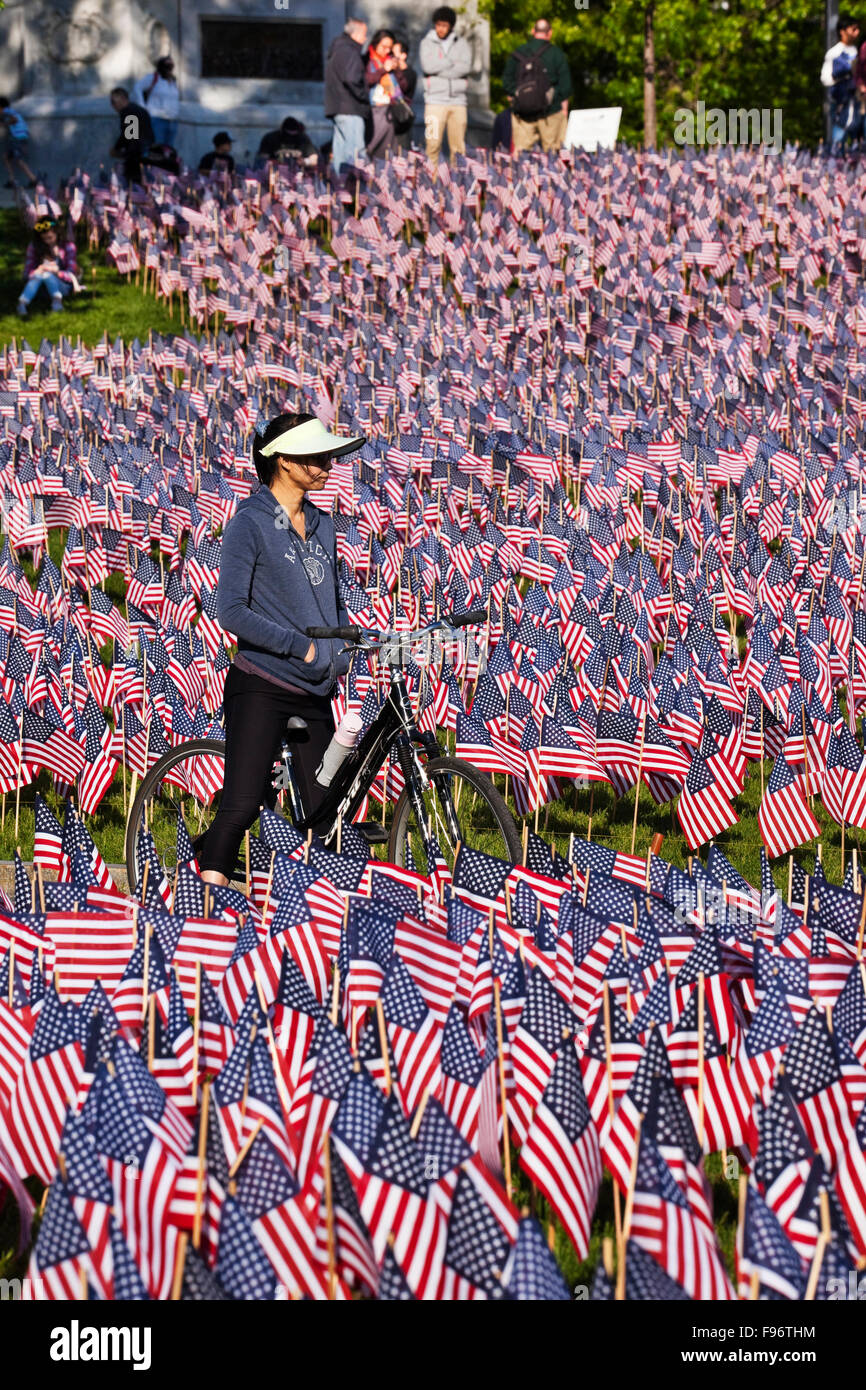 Every year, on Memorial Day, the Massachusetts Military Heroes Fund plants around 37,000 American flags at the foot - Stock Image