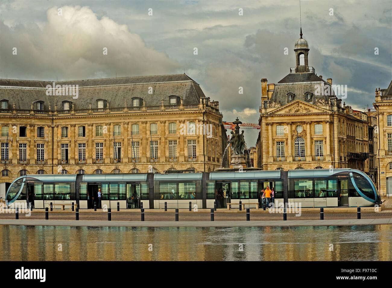 reflecting pool, le miroir d'eau, Place de la Bourse, Bordeaux, Gironde Department, Aquitaine, France - Stock Image