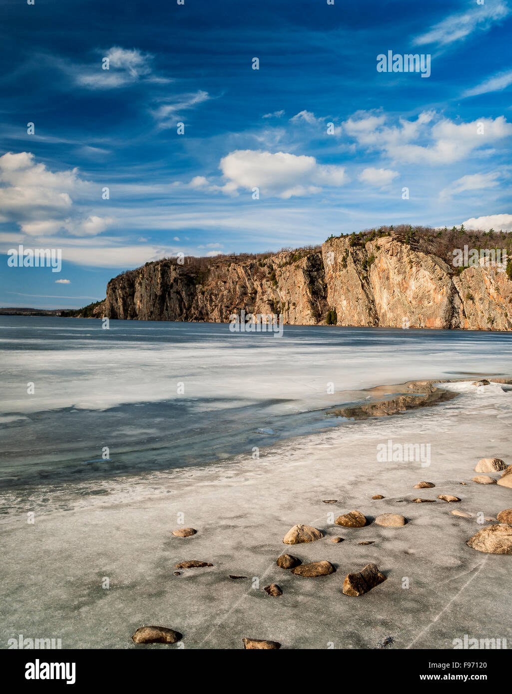 Spring thaw at Mazinaw Lake in Bon Echo Provincial Park, Ontario - Stock Image