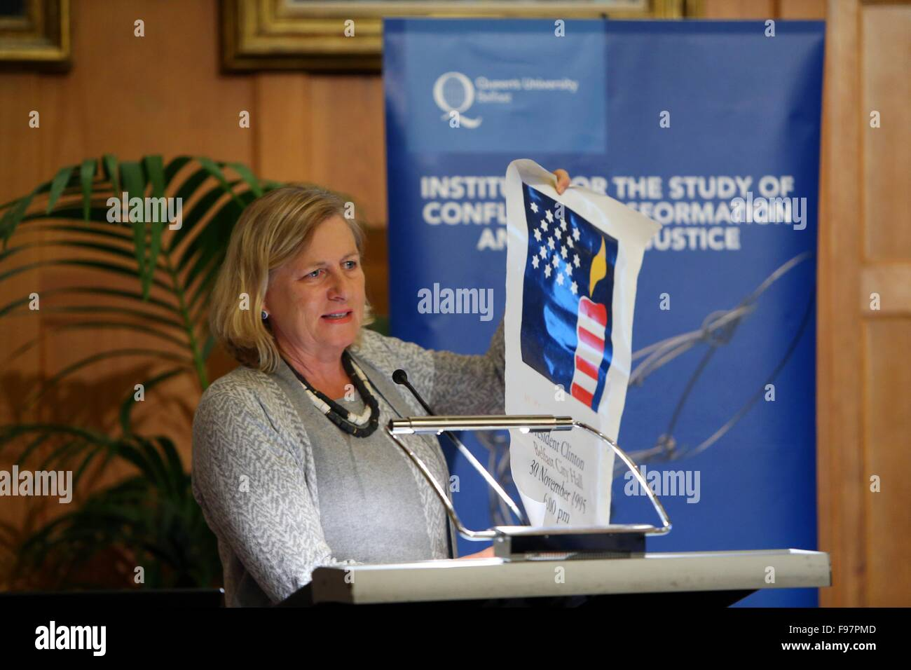 """Ambassador Nancy Soderberg delivers a speech at the """" DAYS LIKE THAT:  LESSONS AND LEGACIES OF THE CLINTON VISIT - Stock Image"""