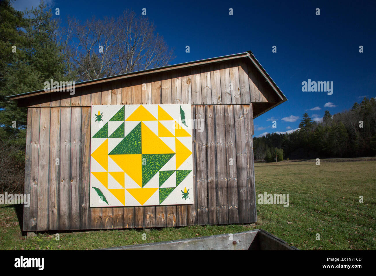 Rimel, West Virginia - Corn & Beans, a quilt pattern on a shed in Pocahontas County. - Stock Image