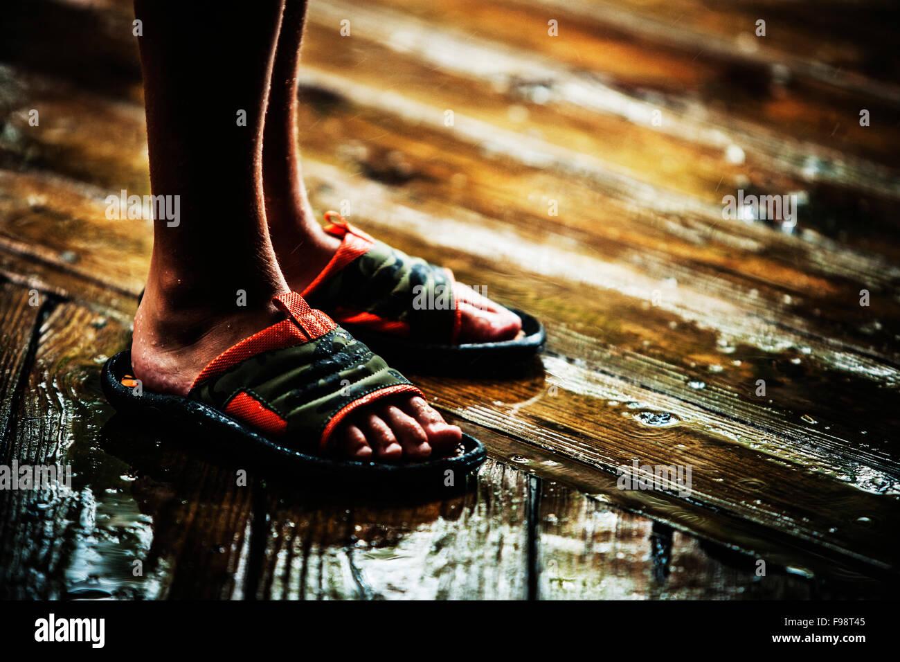 A Feet Photo91778293 Boys Sandals In Alamy Wet Stock othdCxsQBr