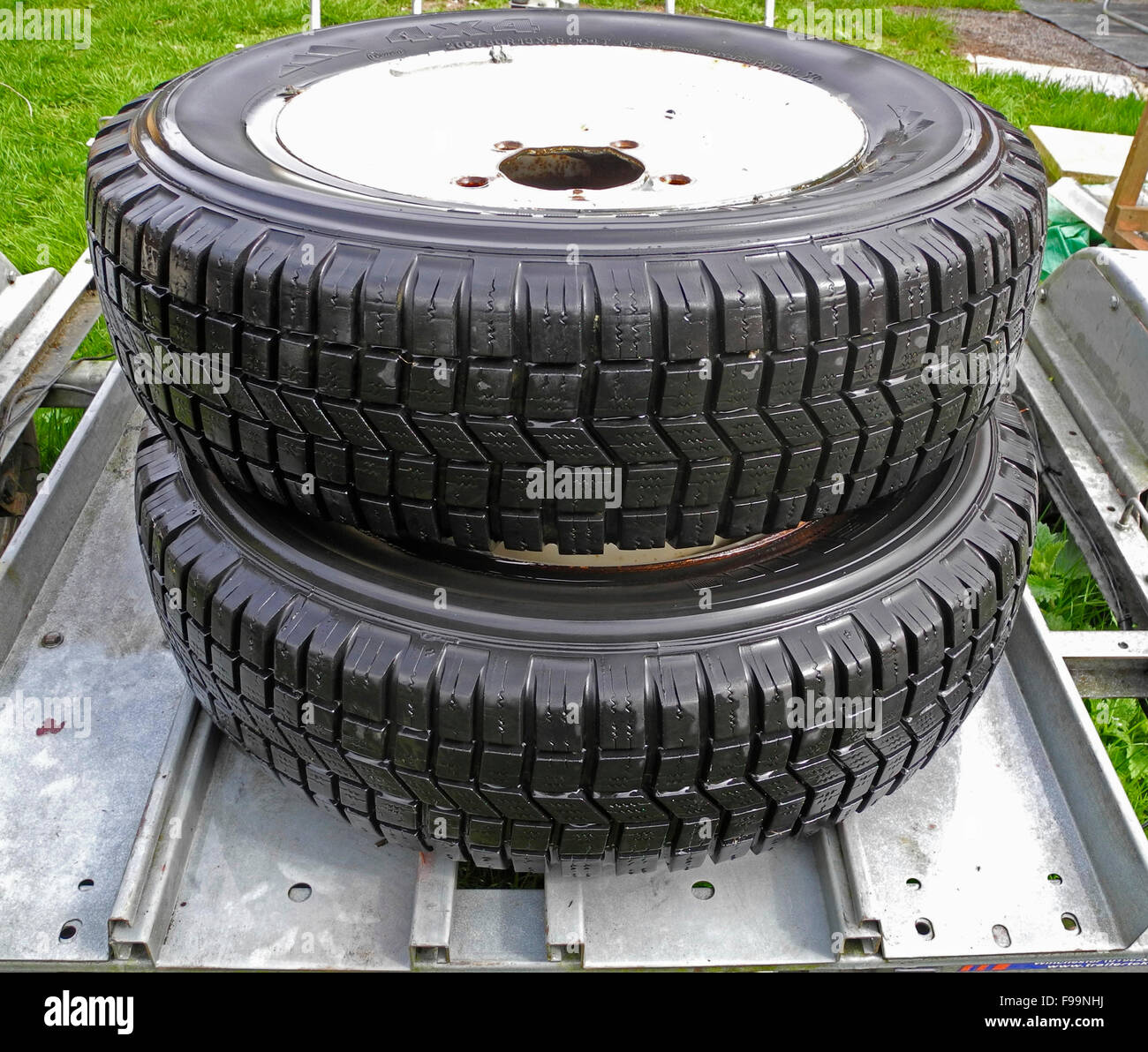 Land Rover 4wdr 4 wheel drive tires tyres - Stock Image