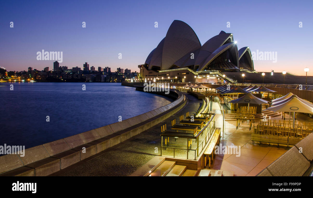 An early morning shot of the Sydney Opera House just before sunrise - Stock Image