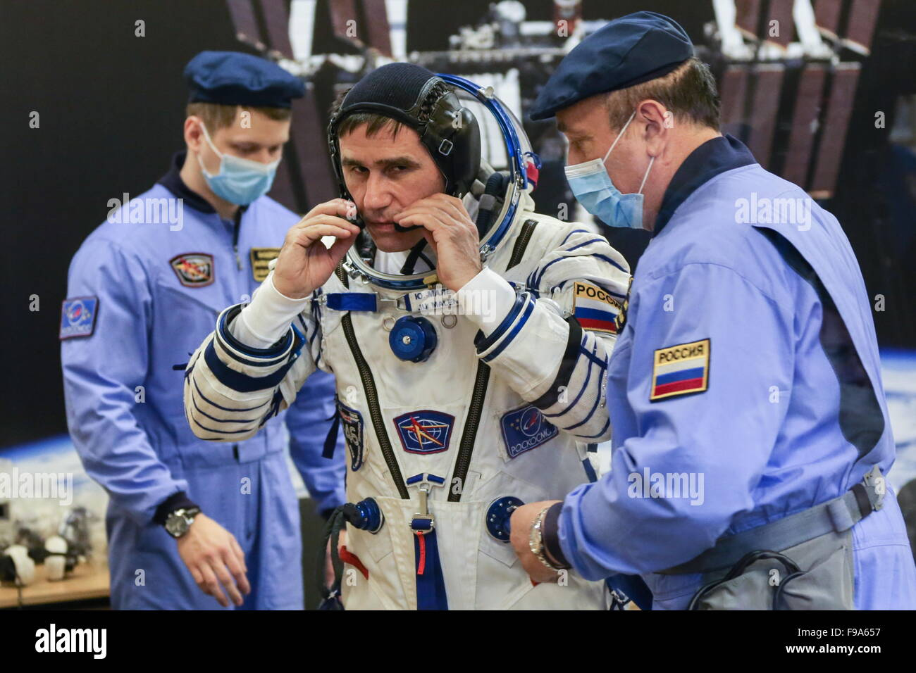 Baikonur, Kazakhstan. 15th Dec, 2015. ISS Expedition 46/47 crew member, Roscosmos cosmonaut Yuri Malenchenko (C) - Stock Image
