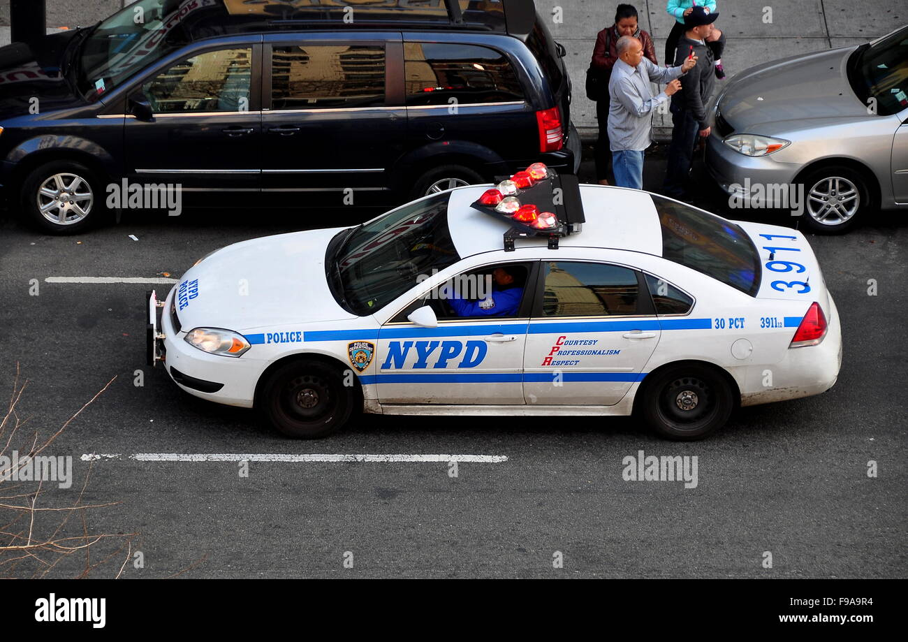 New York City: NYPD police car with flashing red and white lights on