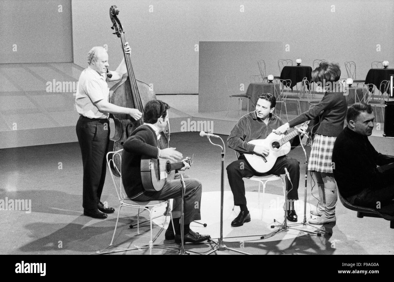 Der österreichisch amerikanische Folksänger und Schauspieler Theodore Bikel bei einem Auftritt, Deutschland - Stock Image