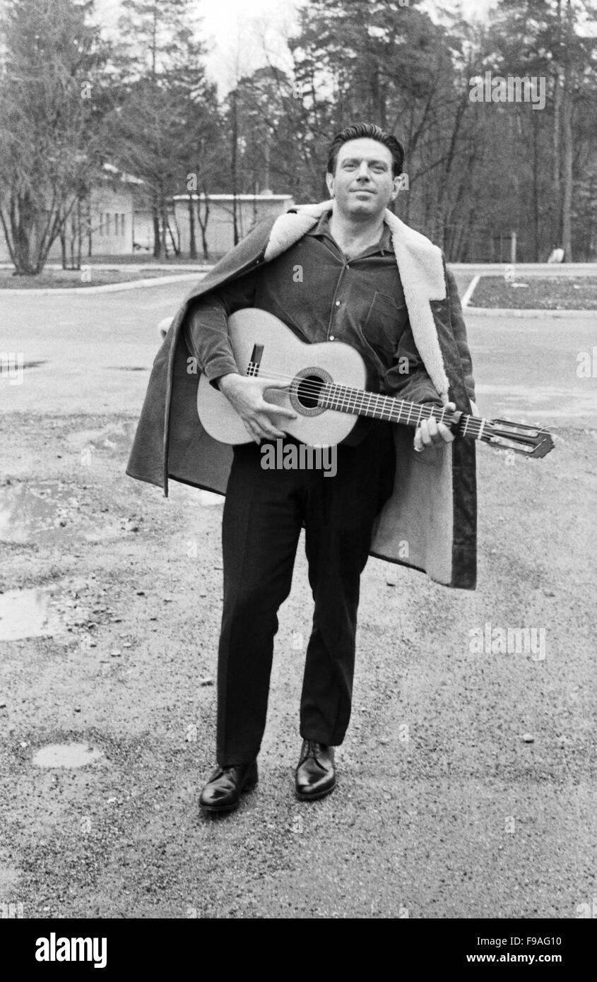 Der österreichisch amerikanische Folksänger und Schauspieler Theodore Bikel, Deutschland 1960er Jahre. - Stock Image