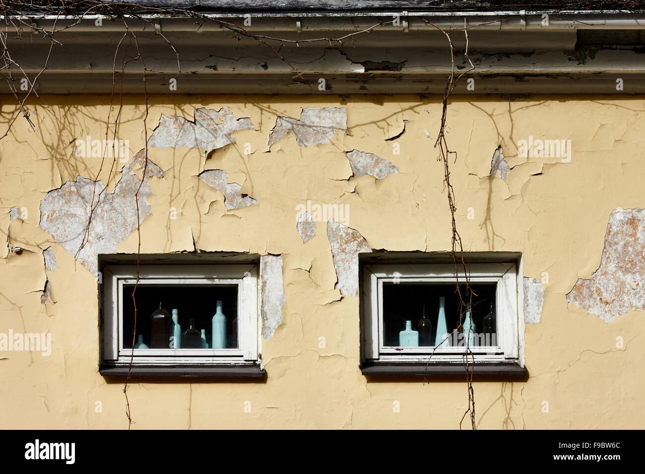 Windows of old ramshacke building - Stock Image