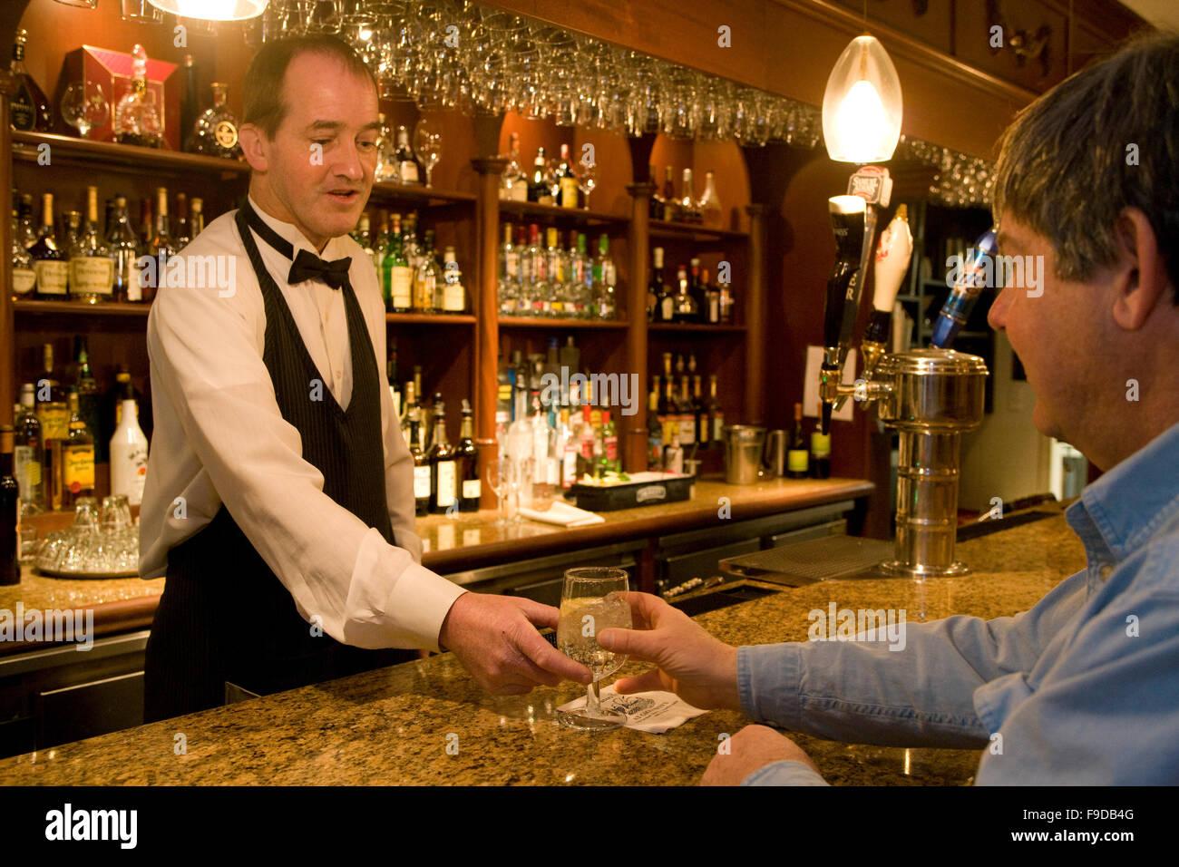 Barman serving drinks - Stock Image