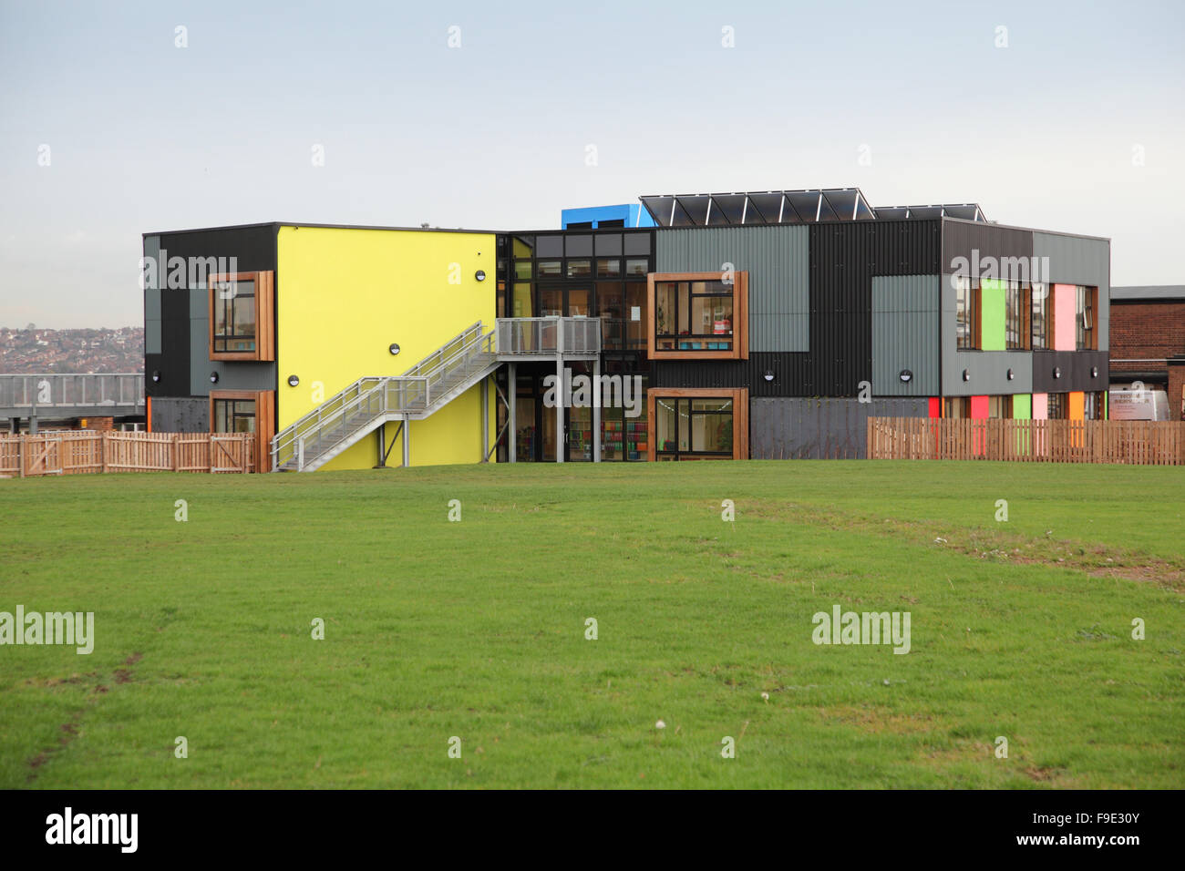 Robin Hood Primary School in Nottingham, UK. A modern, architecturally striking building featuring coloured wall - Stock Image