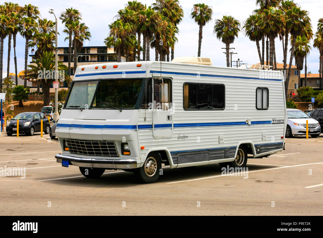 Old 1984 22ft Itasca Sunflyer RV parked up in Santa Monica