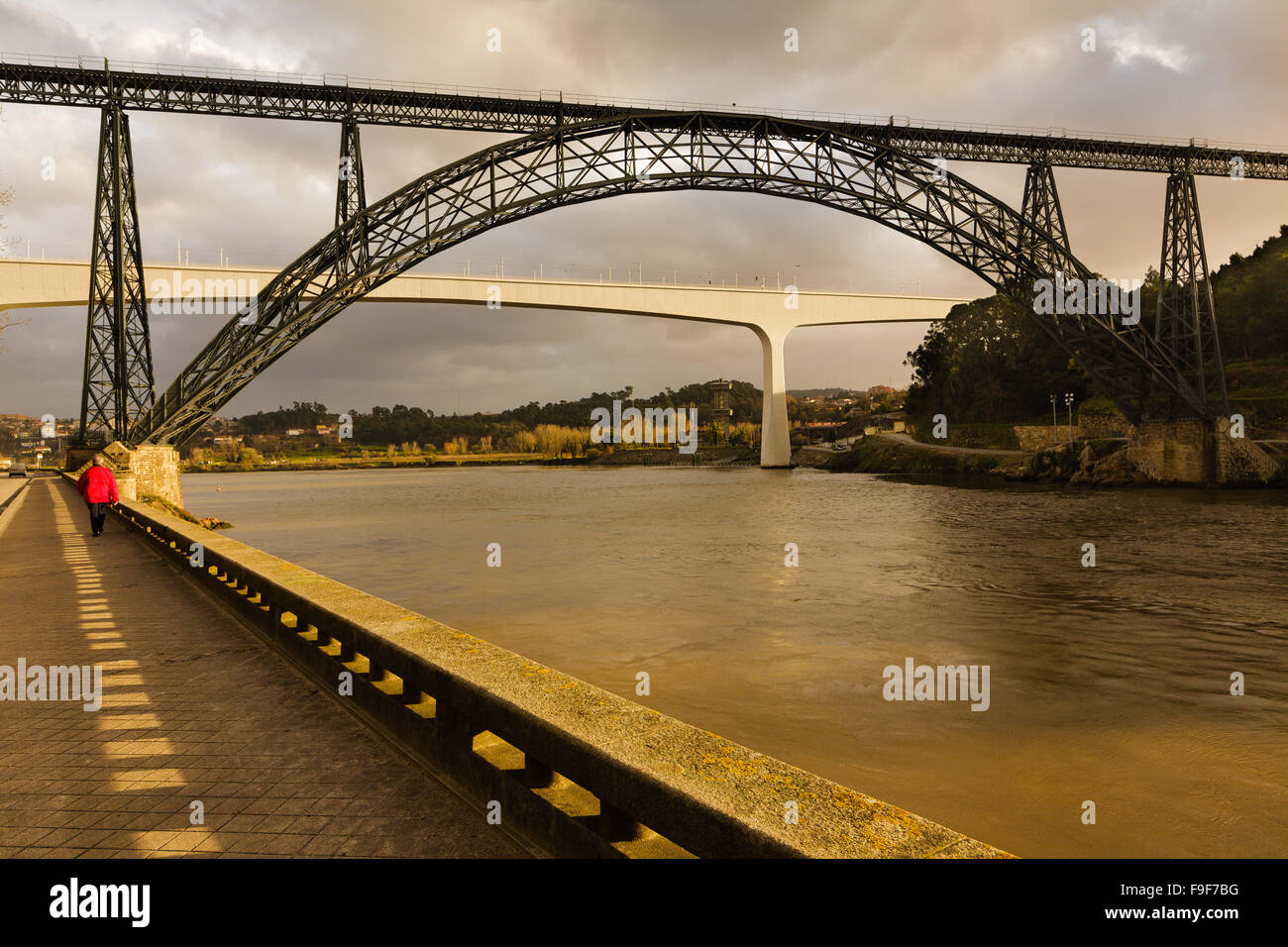 Dona Maria Pia Bridge by Gustav Eiffel 1877, was once longest iron arch in world, Douro River, Oporto, Portugal Stock Photo