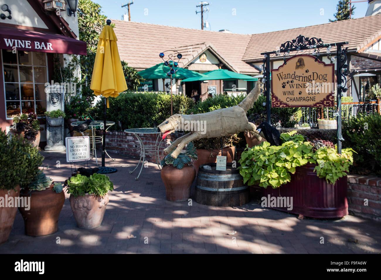 Wandering Dog Wine Bar, Mission Drive, Solvang, Ynez Valley, Santa Barbara County, California, USA. - Stock Image
