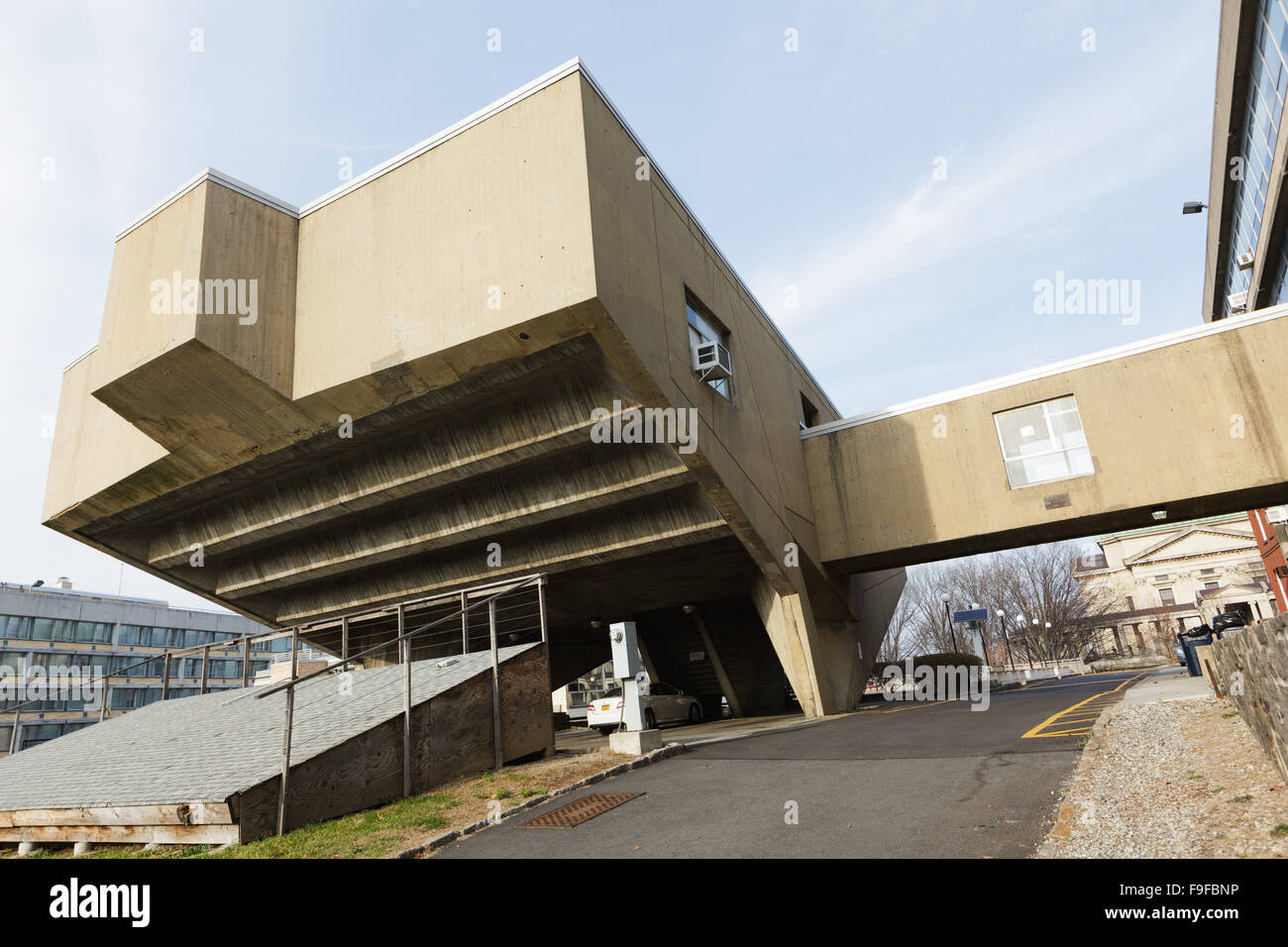 Begrisch Hall, 1956-61, by Marcel Breuer, Bronx Community College, CUNY, New York, USA. - Stock Image