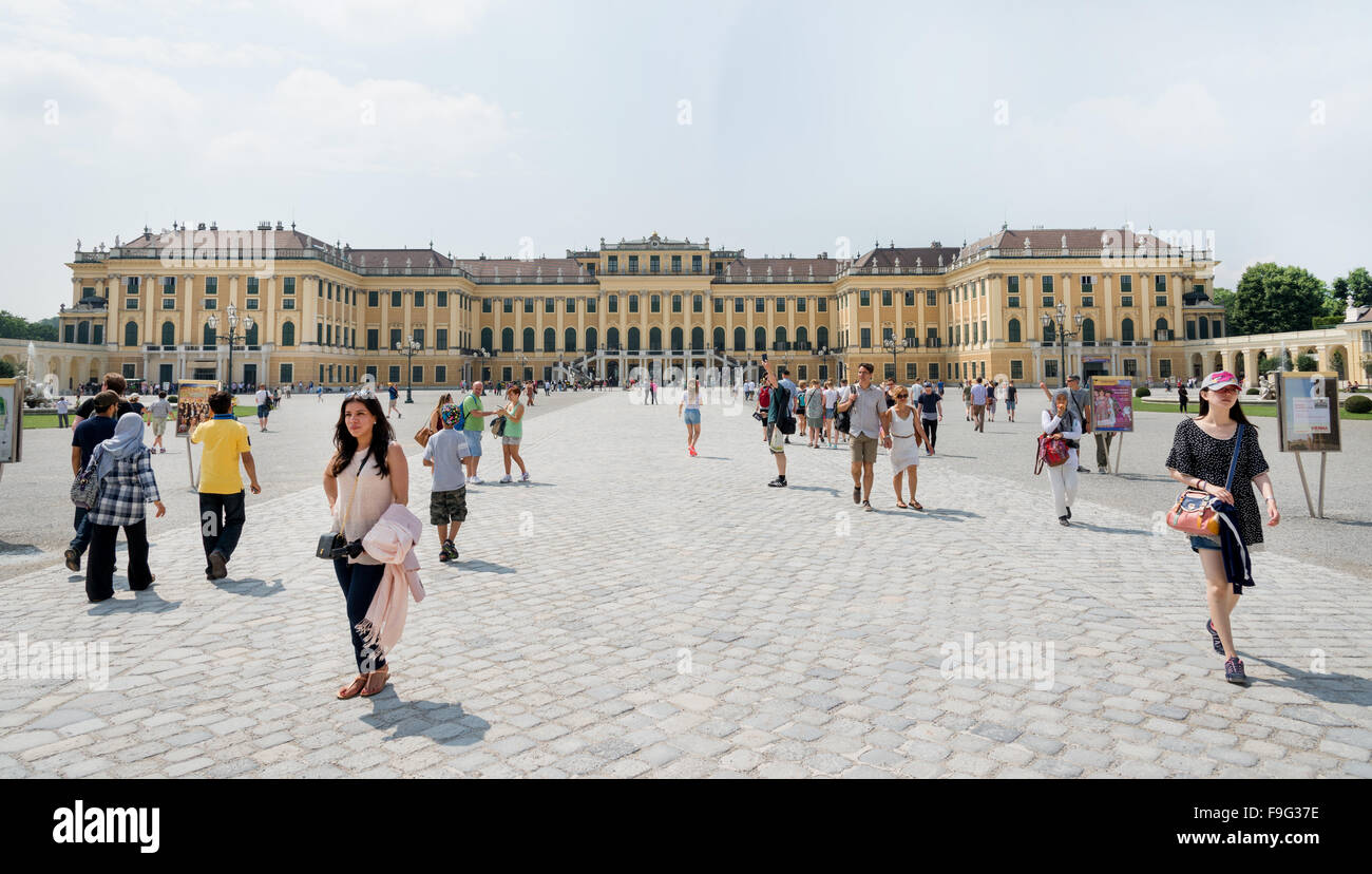 WIEN - AUGUST 3: People at entrance of Schoenbrunn Sissi Castle. Since 1996 the palace and the garden have been - Stock Image