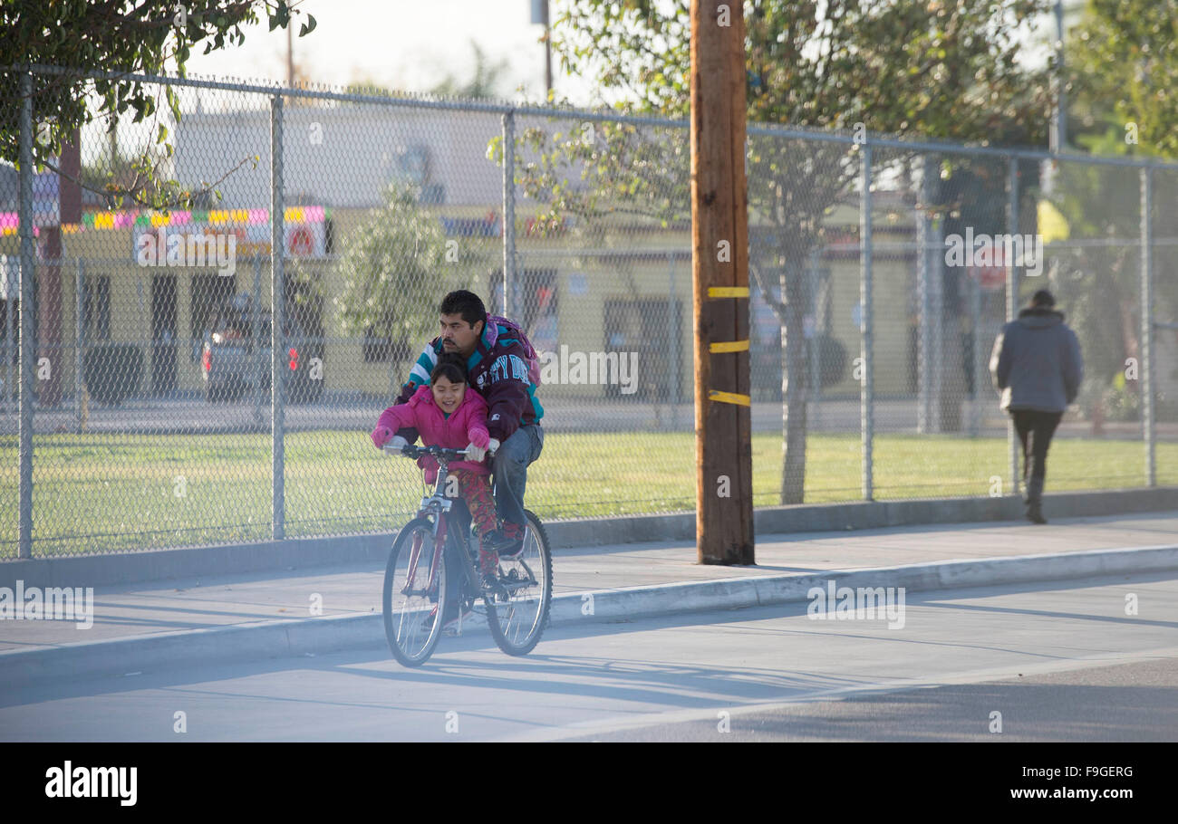 Los Angeles, USA. 16th Dec, 2015. A student is on her way to Maywood Elementary School in Los Angeles, the United - Stock Image