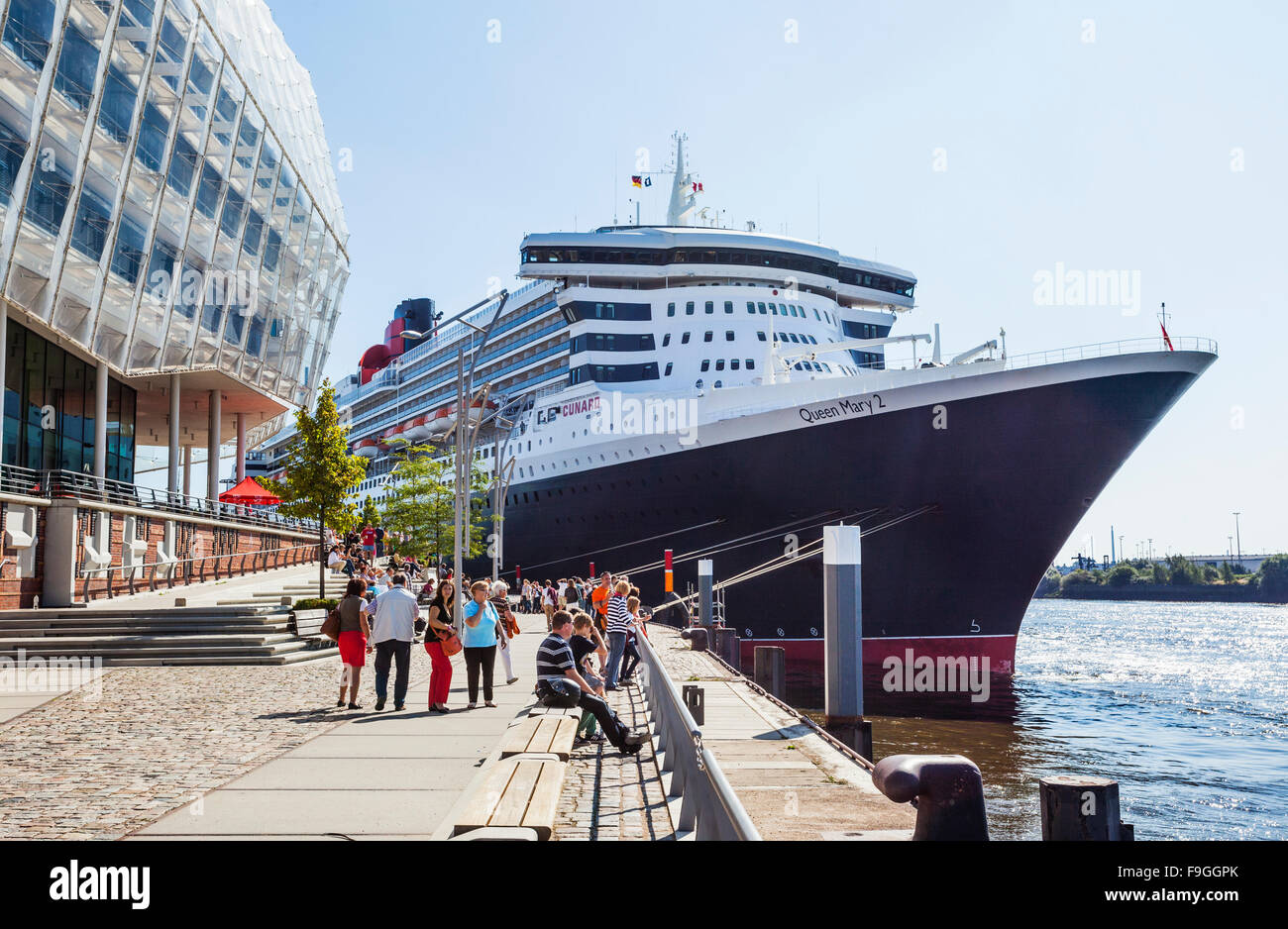 Germany, Free and Hanseatic City of Hamburg, Strandkai at HafenCity, Cunard Liner Queen Mary II, at the Hamburg - Stock Image