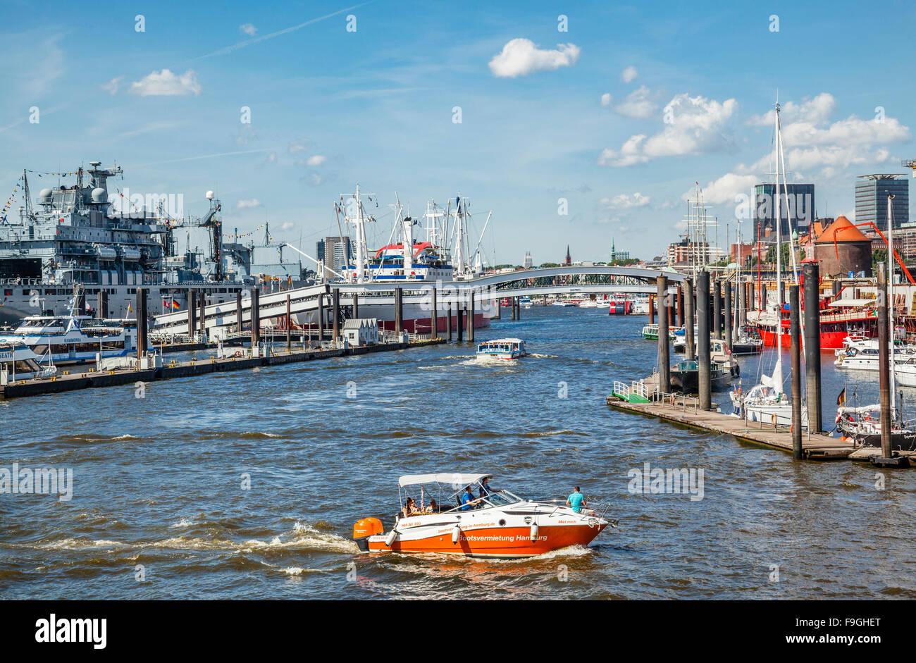 Germany, Free and Hanseatic City of Hamburg, Port of Hamburg, Hamburger Hafen, view of the Überseebrücke - Stock Image