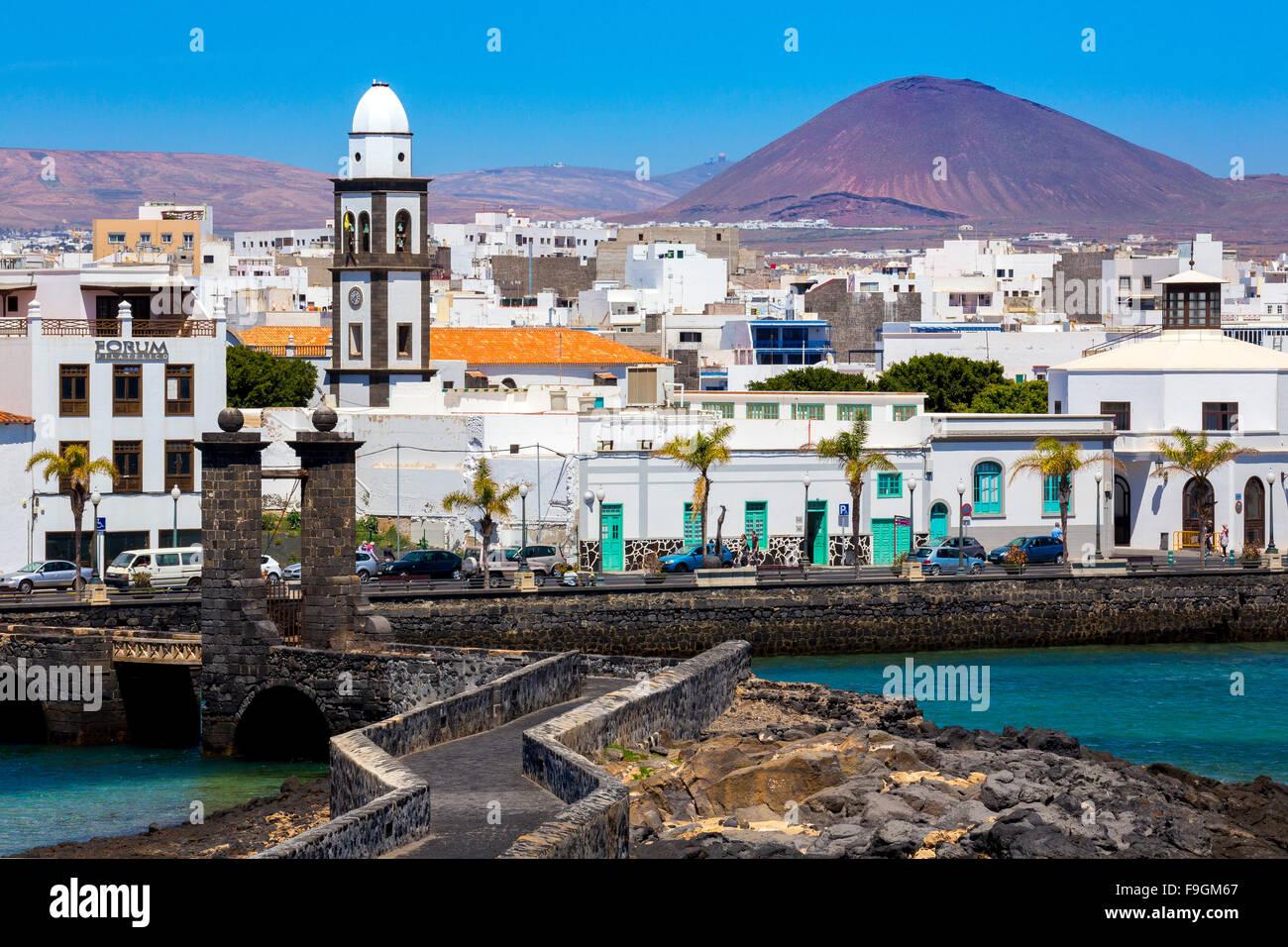 Historic centre of Arrecife, volcano behind, Lanzarote, Canary Islands, Spain - Stock Image