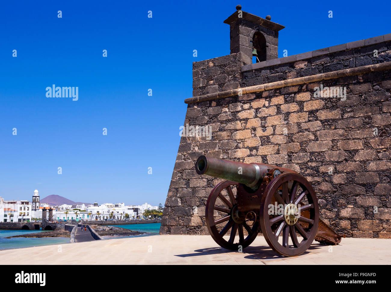 Old cannon, fort, Castillo de San Gabriel, Arrecife, Lanzarote, Canary Islands, Spain - Stock Image