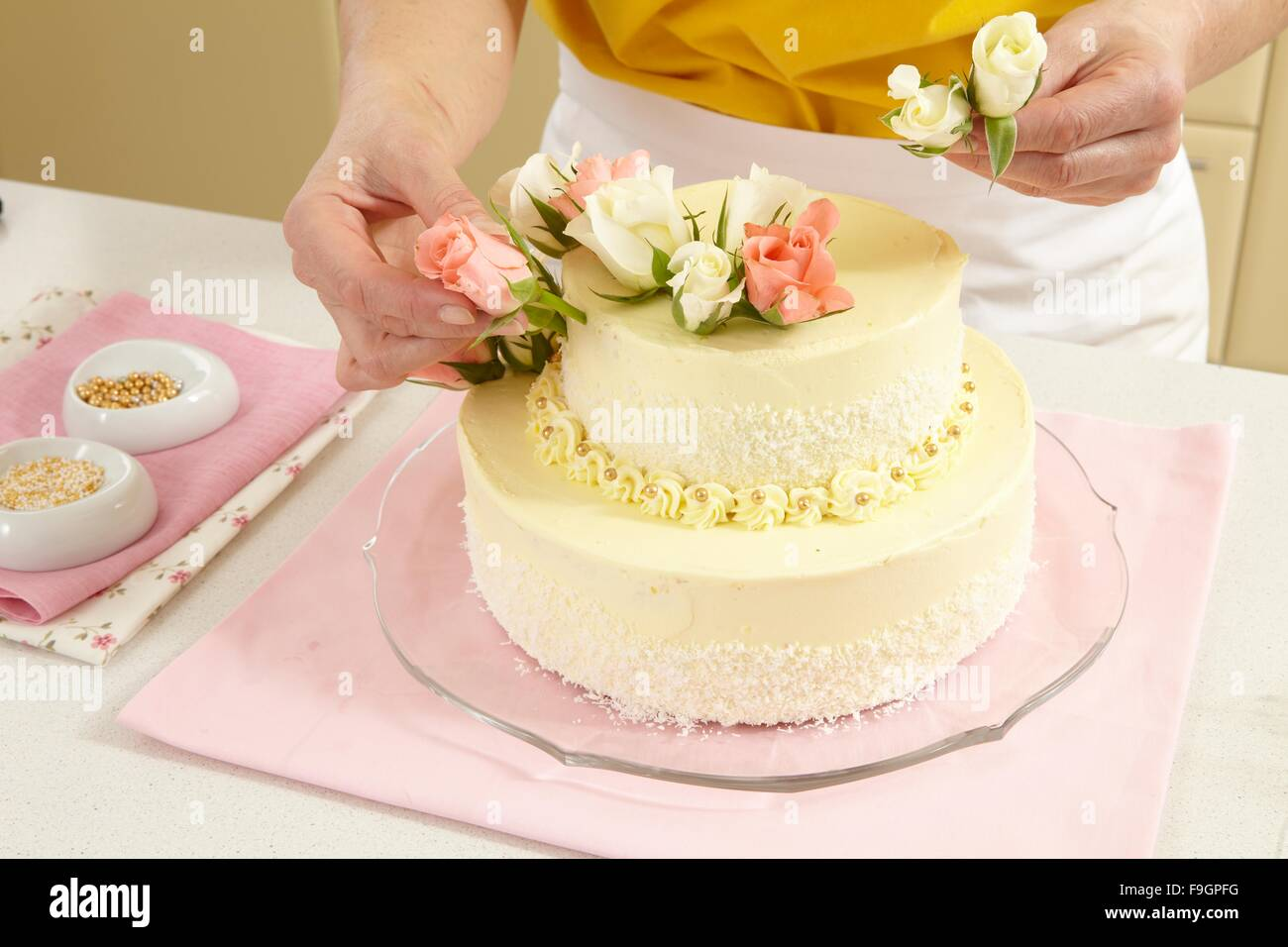 Two-Layer Wedding Cake (step by step Stock Photo: 91952660 - Alamy
