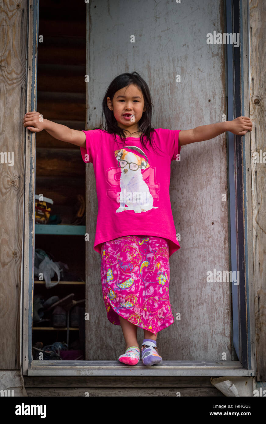 INUIT YOUNG GIRL ARCTIC BAY       BAFFIN ISLAND     CANADA - Stock Image