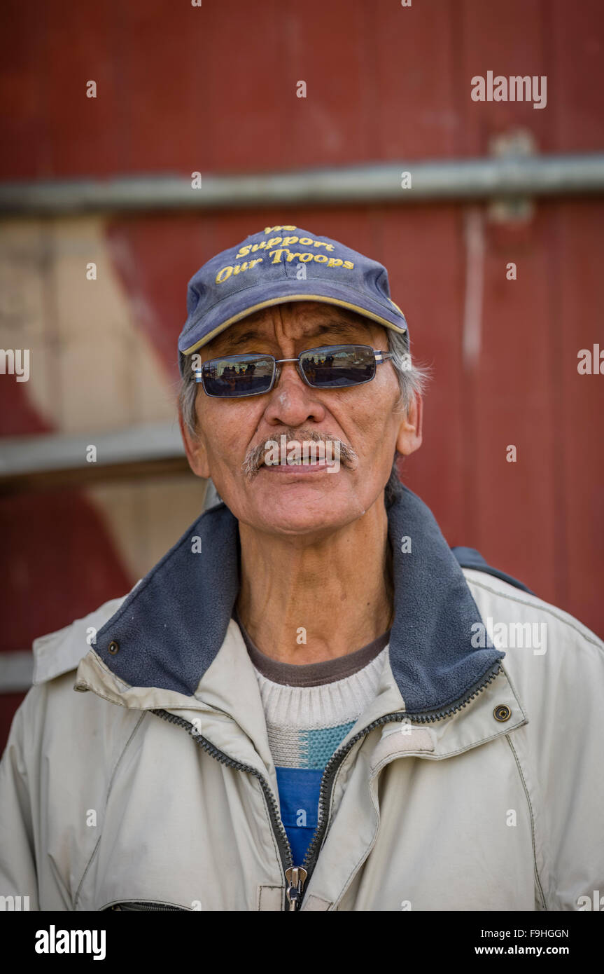 MANASIE AKPALEAPIK        INUIT SCULPTOR OF CARVING 'KEEPER OF INUKTITUT'        ARCTIC BAY       BAFFIN - Stock Image