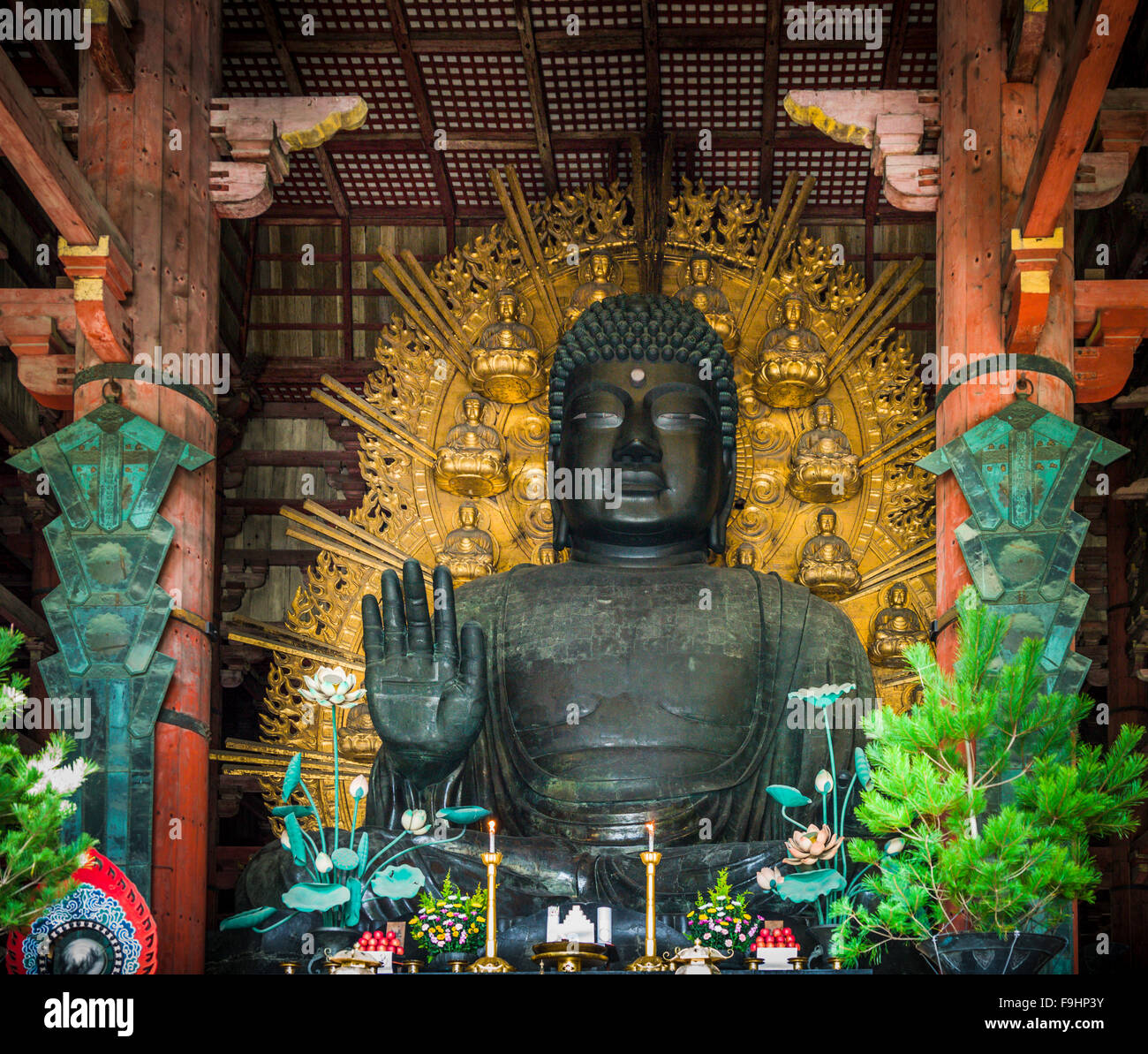 BRONZE BUDDHA, TODAI TEMPLE (752)  NARA  JAPAN Stock Photo