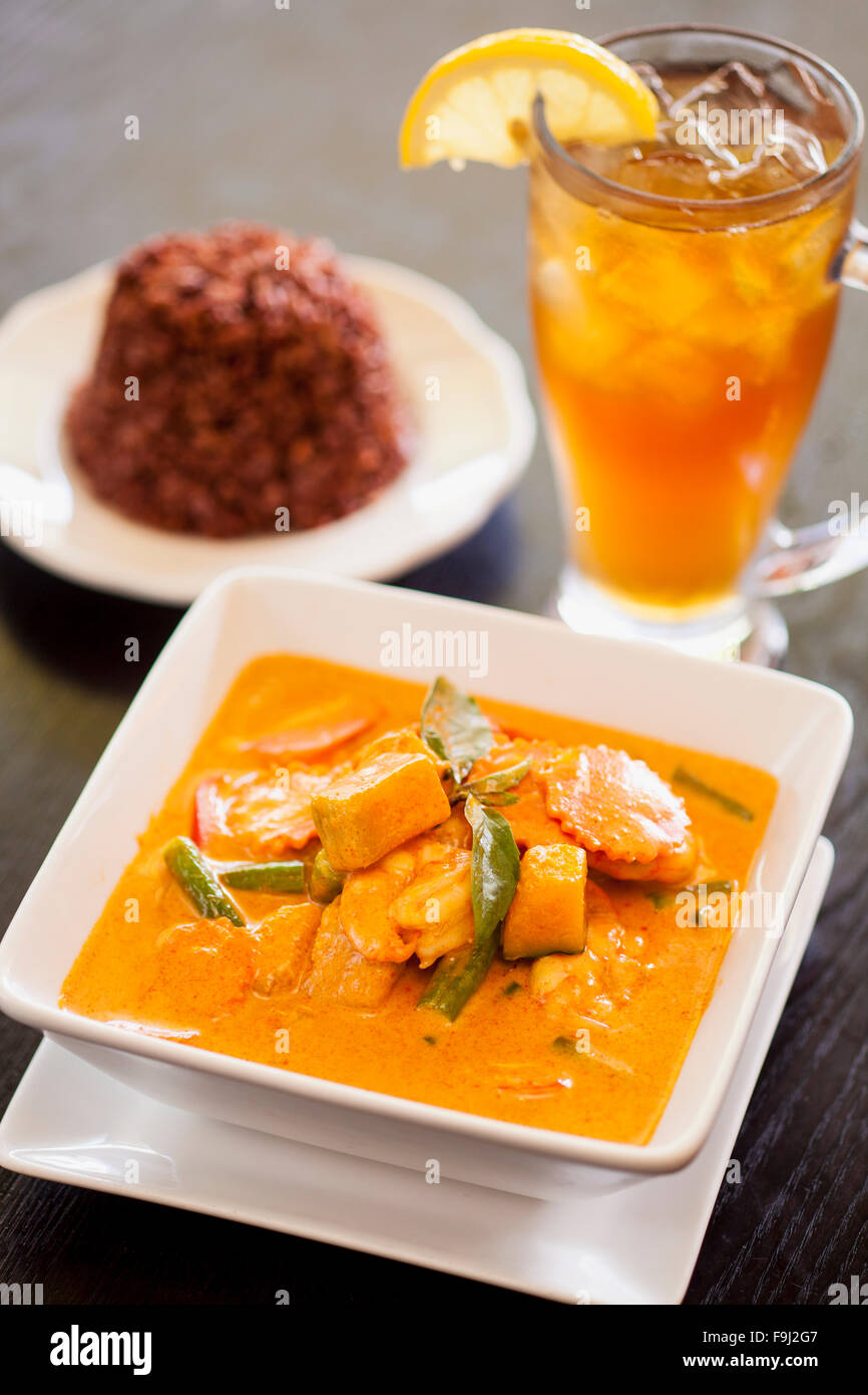 pumpkin curry with red rice and iced tea, Rice By Mama, Ventura, California - Stock Image